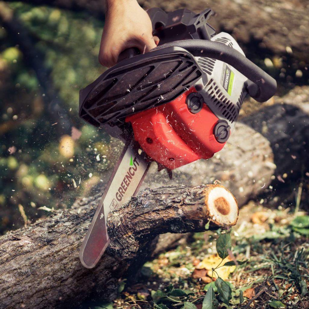 Motosierra de espada corta para podar arboles